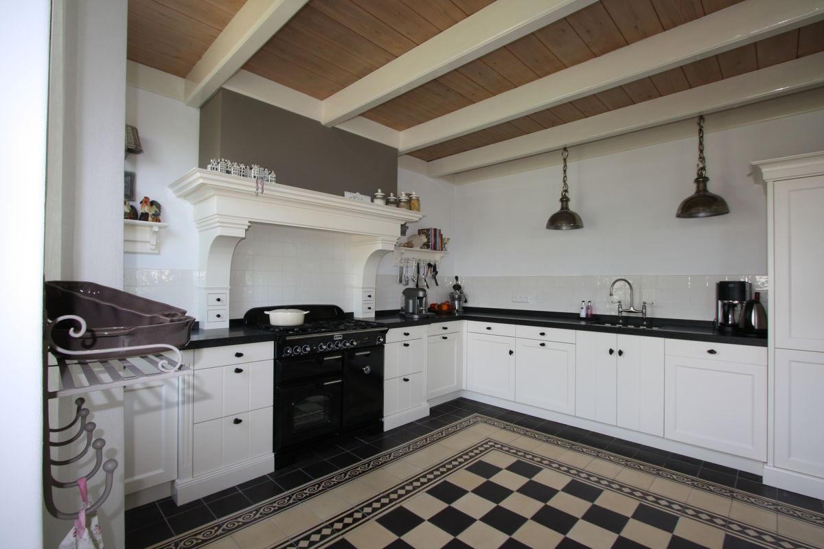 Van Hout Keukens : Houten keukens op maat landelijke keukens